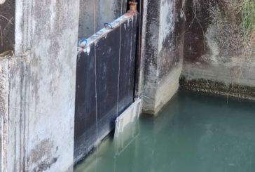 Diga di San Giuliano: altissima tecnologia di precisione costituita da lamiere di ripiani di scaffalature metalliche, utilizzate per la suddivisione di acqua tra la Puglia e la Basilicata