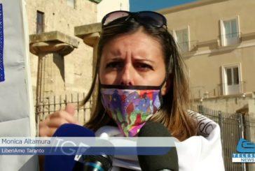 Taranto : Flash mob,davanti a Palazzo di Città,del Comitato Cittadino per la Tutela della Salute e dell'Ambiente