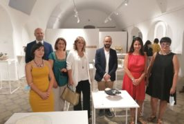 Doll Dresses vince il premio come migliore opera del XXVIII Concorso di Ceramica Contemporanea
