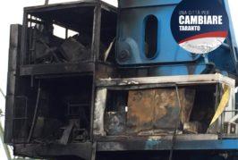I consiglieri comunali del gruppo Una città per cambiare - Taranto sull'incendio della gru