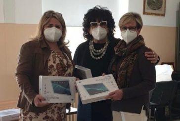 Tablet e borse di studio donati all'IC Galileo Galilei di Taranto dal Gruppo Donne per la Città