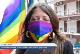 Bandiere arcobaleno ai balconi della Federazione PD a sostegno del ddl Zan